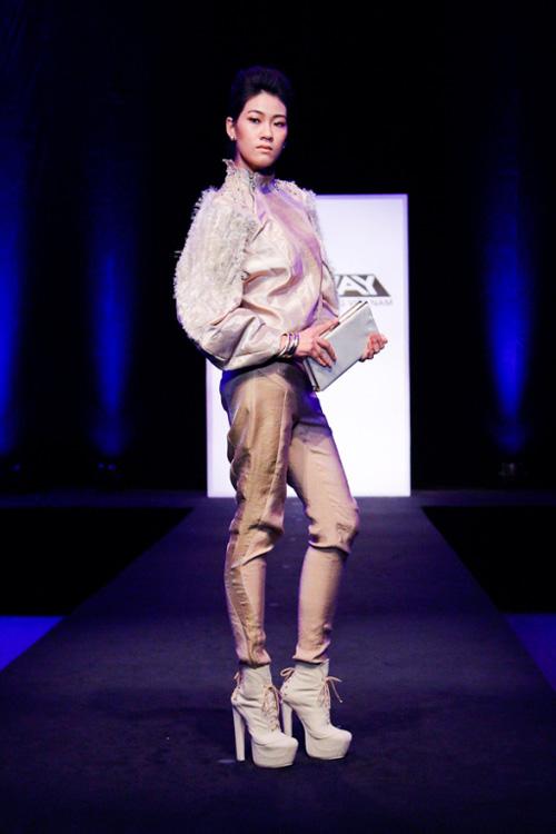 project runway: maya gay 'kho khan' cho thi sinh - 13