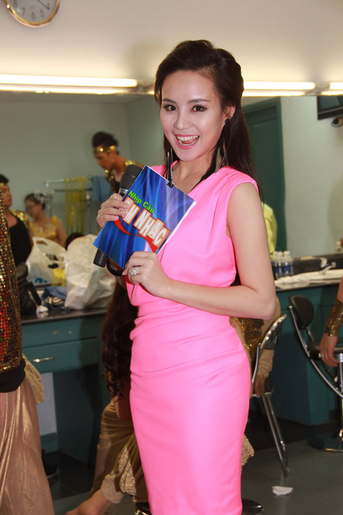 vy oanh tiep tuc dat show mc - 3