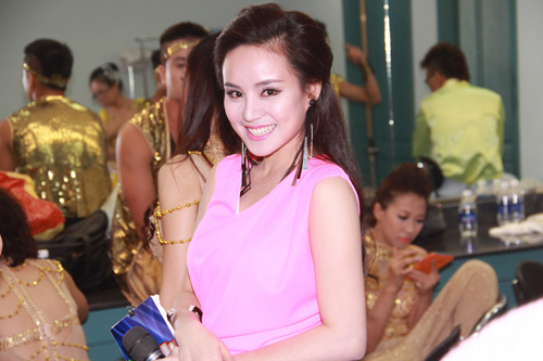 vy oanh tiep tuc dat show mc - 4
