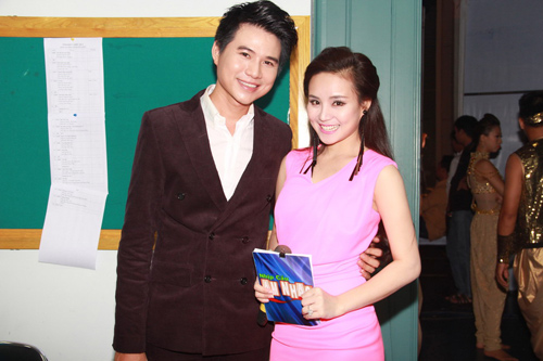 vy oanh tiep tuc dat show mc - 12