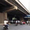 Tin tức - Tai nạn rình rập từ bãi đỗ xe gầm cầu Hà Nội