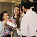 Làng sao - Hà Hồ tự tay làm bánh kem tặng ba mẹ