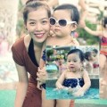 Làng sao - MC Diệp Chi khoe con gái đáng yêu với bikini