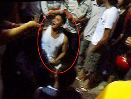 Người dân vây bắt nhóm cướp, đánh tài xế taxi-1