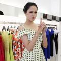 Làng sao - Á hậu Hoàng Anh cực nhắng nhít đi mua sắm