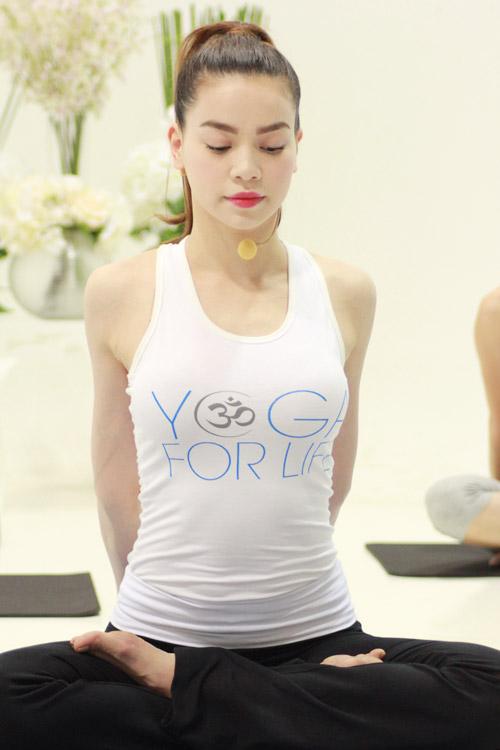 ha ho bat ngo lam co giao day yoga - 7