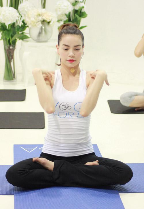 ha ho bat ngo lam co giao day yoga - 9