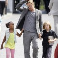 Làng sao - Bận túi bụi, Brad Pitt vẫn chăm con