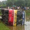 Tin tức - Xe buýt gây tai nạn, 3 người thương vong