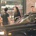 Làng sao - Triệu Vy cùng chồng lái xe 13,5 tỷ đi chơi