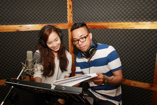 "ai phuong ""chuyen nghe"" lam mc radio - 2"
