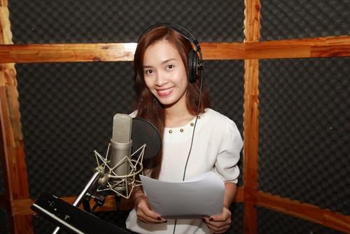 "ai phuong ""chuyen nghe"" lam mc radio - 1"