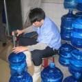 Mua sắm - Giá cả - HN nhiều nước đóng chai nhiễm vi khuẩn