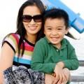 Làng sao - Vợ cũ Lam Trường rạng rỡ bên con trai