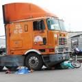 Tin tức - Cả nhà bị cuốn vào container, bé 18 tháng tử vong