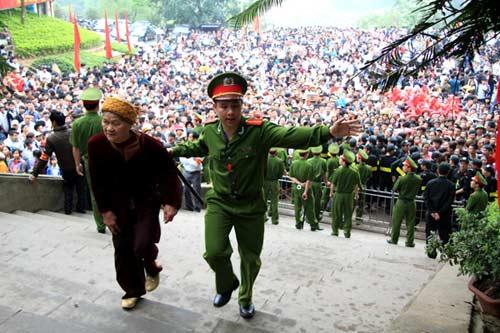 choang vang, ngat xiu o le hoi den hung - 4