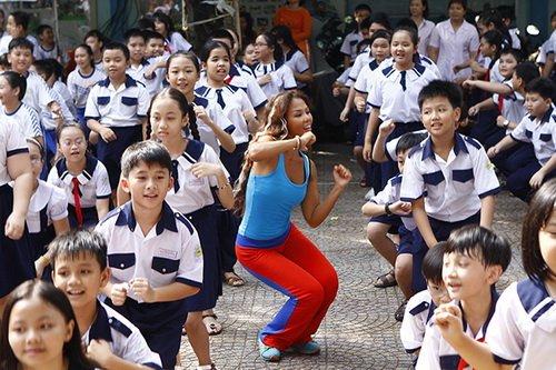 "thuy uyen khoe da ngam ""khong dung hang"" - 11"