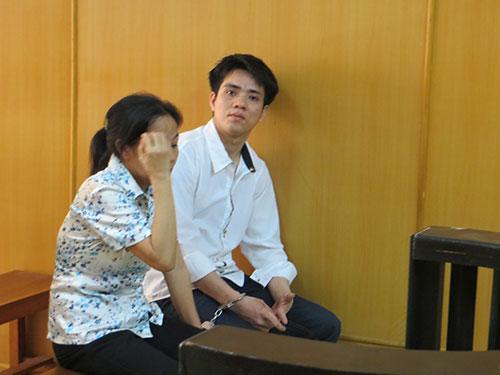 Hai mẹ con rủ nhau đi trộm cùng hầu tòa-1
