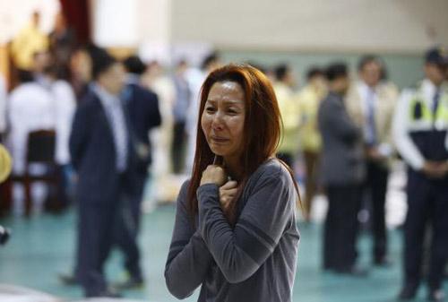 Trắng đêm tìm kiếm nạn nhân vụ chìm phà Hàn Quốc - 13