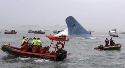 Trắng đêm tìm kiếm nạn nhân vụ chìm phà Hàn Quốc - 8