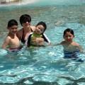 Làng sao - Trizzie Phương Trinh vui đùa cùng ba con