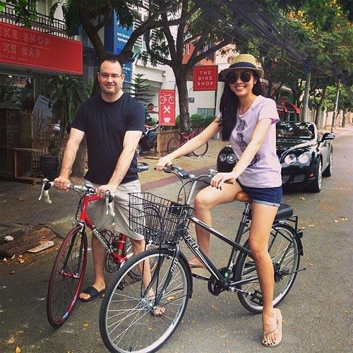 """Tăng Thanh Hà """"đẹp trai"""" khi đi xe đạp-2"""