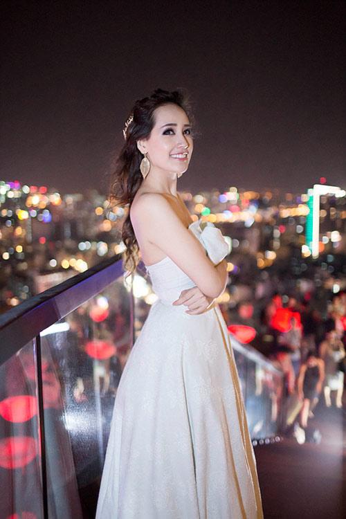 "mai phuong thuy goi cam sau su co ""khoe nguc"" - 4"
