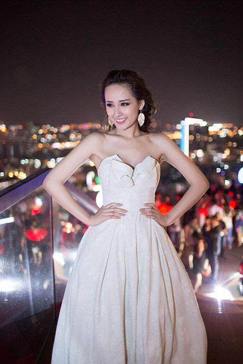 "mai phuong thuy goi cam sau su co ""khoe nguc"" - 5"