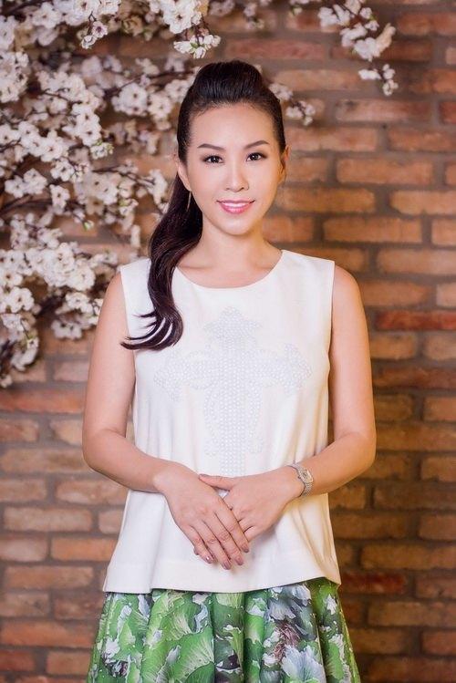 Hoa hậu Thu Hoài đẹp bất chấp tuổi 37-5