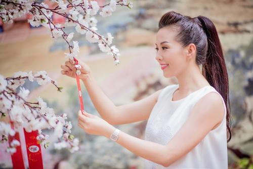 Hoa hậu Thu Hoài đẹp bất chấp tuổi 37-1