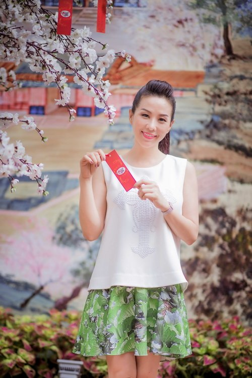 Hoa hậu Thu Hoài đẹp bất chấp tuổi 37-2