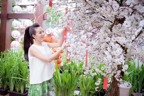 Hoa hậu Thu Hoài đẹp bất chấp tuổi 37-3