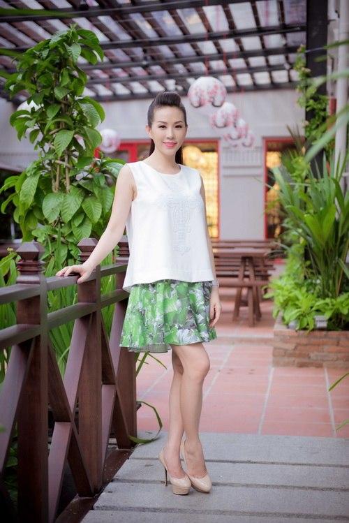 Hoa hậu Thu Hoài đẹp bất chấp tuổi 37-8