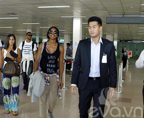 Em chồng Hà Tăng bảnh bao đón Kelly Rowland-2