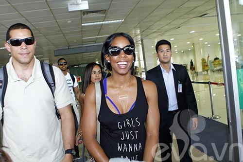 Em chồng Hà Tăng bảnh bao đón Kelly Rowland-1