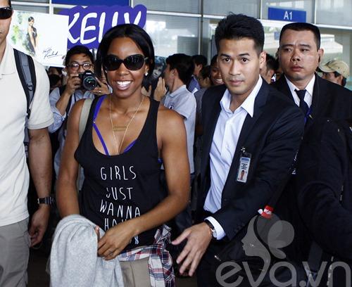 Em chồng Hà Tăng bảnh bao đón Kelly Rowland-4