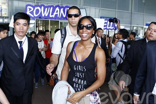 Em chồng Hà Tăng bảnh bao đón Kelly Rowland-8