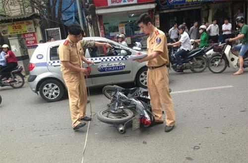 taxi lao len 7 bac cau thang toa nha pacific - 2