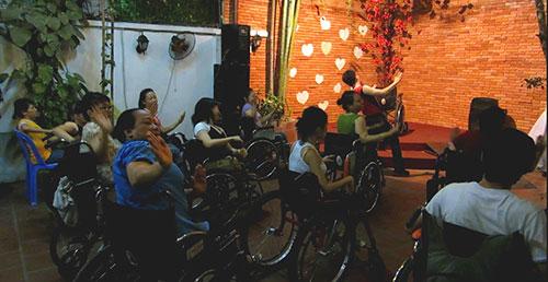 Kỳ lạ nhảy dance sport trên xe lăn-3