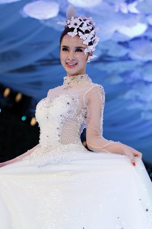 angela phuong trinh rang ro dien vay cuoi 200 trieu - 12