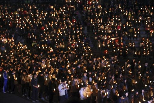 Vụ chìm phà Hàn Quốc: Số người chết tăng lên 58 - 3
