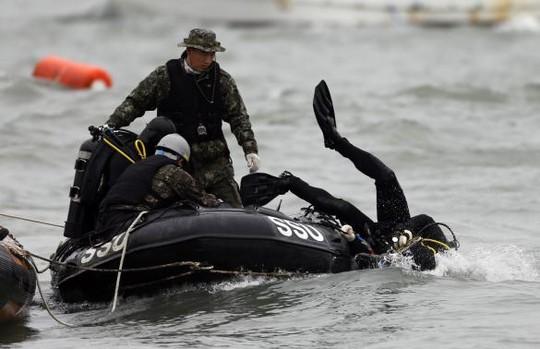 Vụ chìm phà Hàn Quốc: Số người chết tăng lên 58 - 7