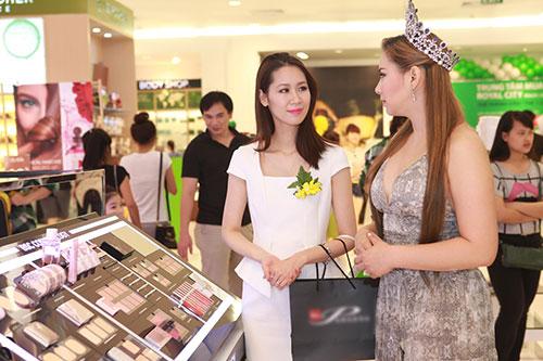 """hh thai lan """"thua can"""" ben duong thuy linh - 1"""