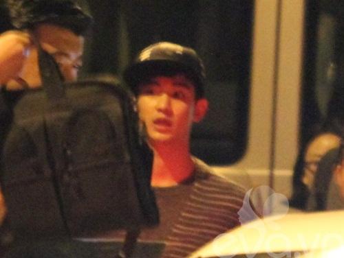 hot: kim soo hyun gian di tai san bay tan son nhat - 17