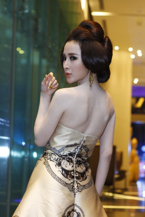 """angela phuong trinh """"quyen luc"""" voi vay hoa tiet hai ba trung - 5"""