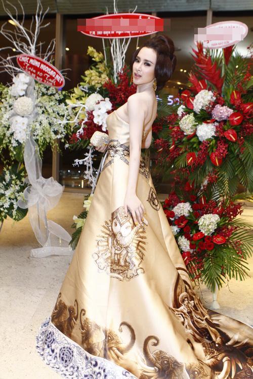 """angela phuong trinh """"quyen luc"""" voi vay hoa tiet hai ba trung - 13"""