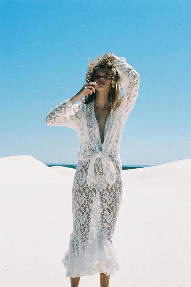 Chân dài thực hiện bộ ảnh thời trang Hè nóng bỏng với váy ren hoa, áo pull, quần sooc, bikini gam trắng thanh mát.