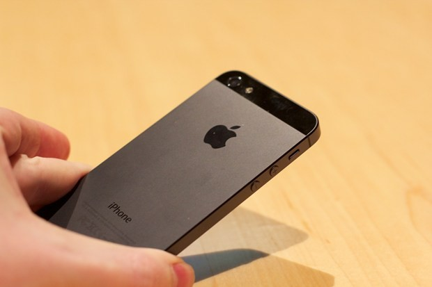 apple thay mien phi nut nguon iphone 5 bi loi - 1