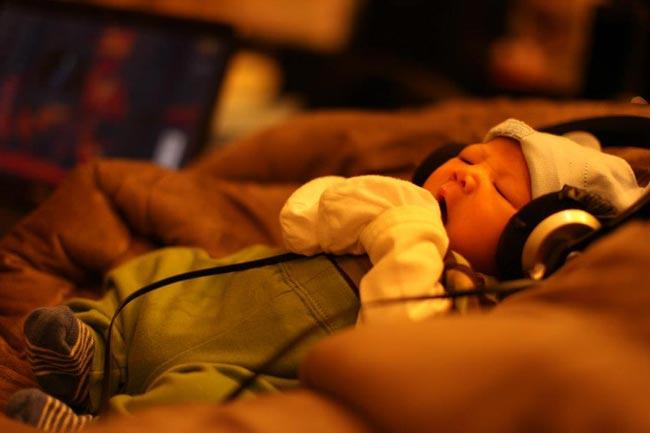Tổ ấm của BTV Chúng tôi là chiến sỹ - MC Quang Minh như càng thêm hoàn thiện khi vào ngày 8/1/2013, gia đình anh chào đón thêm sự có mặt của một thiên thần nhỏ nữa. Bé Trần Đức Quân chính là con trai thứ 3, kết tinh tình yêu của MC và vợ.