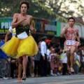 Thời trang - Thú vị cuộc thi nam giới chạy đua trên giày cao gót